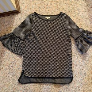 Max Studio size M top with ruffled sleeves